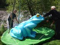 ART by BONVALET, Frosch in den Teich