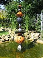 M. Geister, Brunnen im Brunnen, Stele / Wassersäule