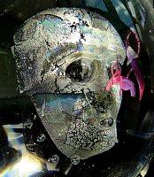 K. Pelikan, Gesichtszüge anders