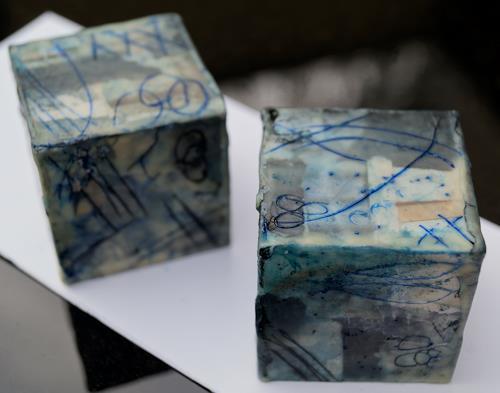 Christel Bormann, Papiercollage, Wachs, Tusche, Pigmente in Öl auf Holzwürfel, Abstraktes, Abstrakte Kunst