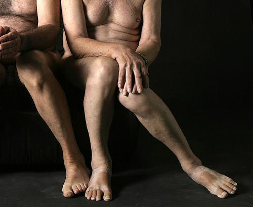 raphael perez, two adult men older couple legs who show they relationship and love, Menschen: Paare, Gefühle: Liebe, Realismus