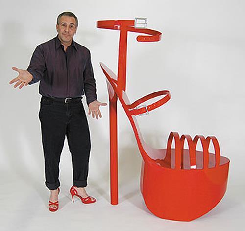 Bruce Gray, Giant high heel shoe sculpture, Diverse Erotik, Gegenwartskunst