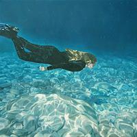 Jennifer-Walton-Menschen-Natur-Wasser-Gegenwartskunst-Gegenwartskunst