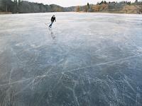 Jennifer-Walton-Landschaft-Winter-Sport-Gegenwartskunst-Gegenwartskunst