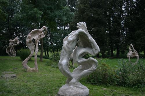 Simon Schade, Großskulpturen im Park des Herrenhauses Kreckow, Symbol, Gesellschaft, Moderne