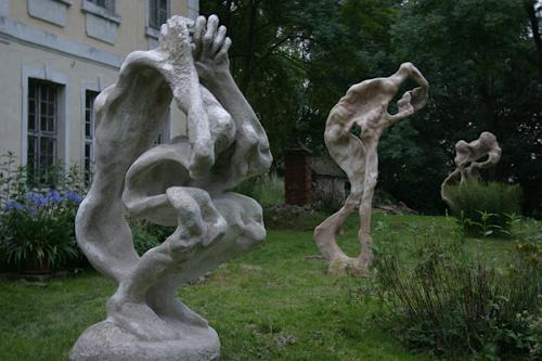 Simon Schade, Großskulpturen im Park des Herrenhauses Kreckow, Bewegung, Gesellschaft, Gegenwartskunst