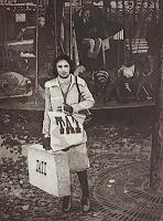 Ulrich-Hollmann-Menschen-Frau-Markt-Gegenwartskunst--Neo-Expressionismus