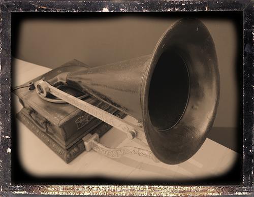 Sankofa, Grammophon, Diverse Musik, Zeiten: Früher, Hyperrealismus