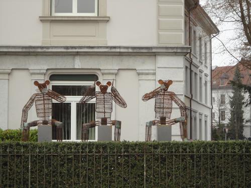 e.w. bregy, eisenplastik: die drei weisen Affen, Symbol, Gegenwartskunst, Abstrakter Expressionismus