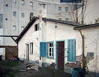 N. Hughes, Verlassenes Häusschen in der Mainzer Bahnhofsgegend