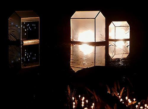 BERTOLOMEOS, Lichtklangnacht mit schwimmenden Licht(Klang)Häusern, Landschaft, Natur, Land-Art, Abstrakter Expressionismus